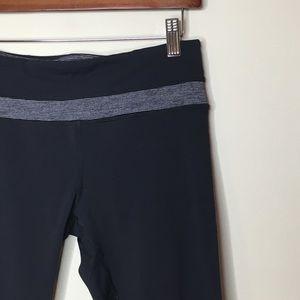 Lululemon Sz 6 Black Athletic Crop Capri Pants